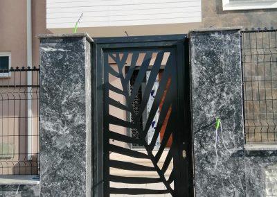 مدخل الفيلا من السور الخارجي